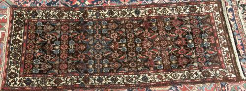 Borujerd or Brojerd Persian Village Rug hand-spun wool