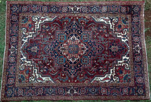 Old Heriz Persian Carpet floral hand-spun wool