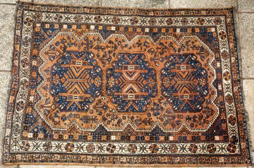 Old Qashqa'i or Shiraz Persian tribal rug