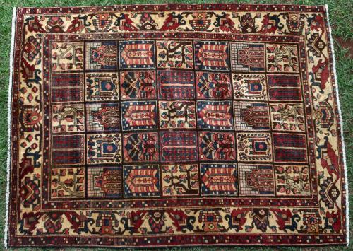 Bakhtiari Persian Iranian rug