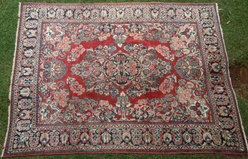 Old Sarouk Mahal Persian carpet